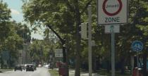 Co oznacza zielona kropka na szybie auta z Niemiec? Przewodnik po plakietkach ekologicznych z Europy