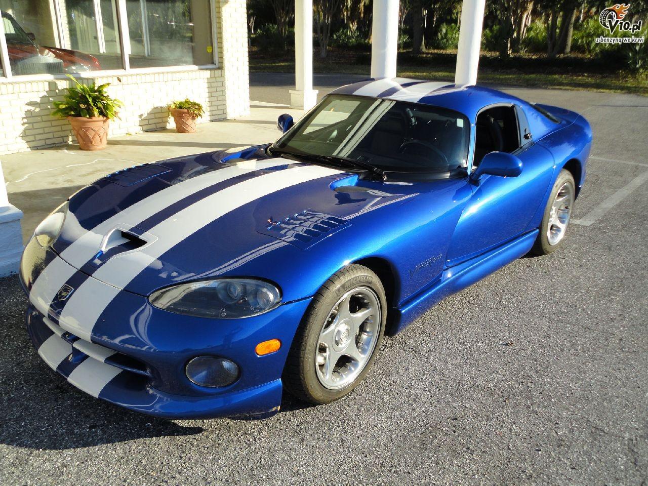 Chrysler viper gts blue