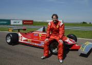 Jacques Villeneuve w Ferrari 312 T4 ojca Gillesa
