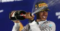 Hamilton nie odetchn�� po wyprzedzeniu Rosberga w walce o tytu�