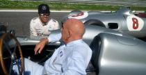 Wideo dnia: Hamilton i Stirling Moss w klasycznych bolidach Mercedesa na torze Monza