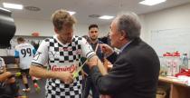 Vettel strzeli� gola w kolejnym meczu pi�karskim kierowc�w F1 (wideo)
