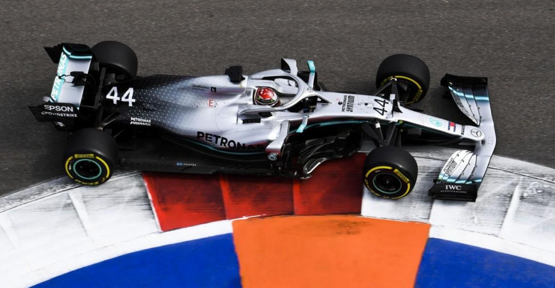 GP Rosji - wyścig: Hamilton wykorzystuje awarię Ferrari