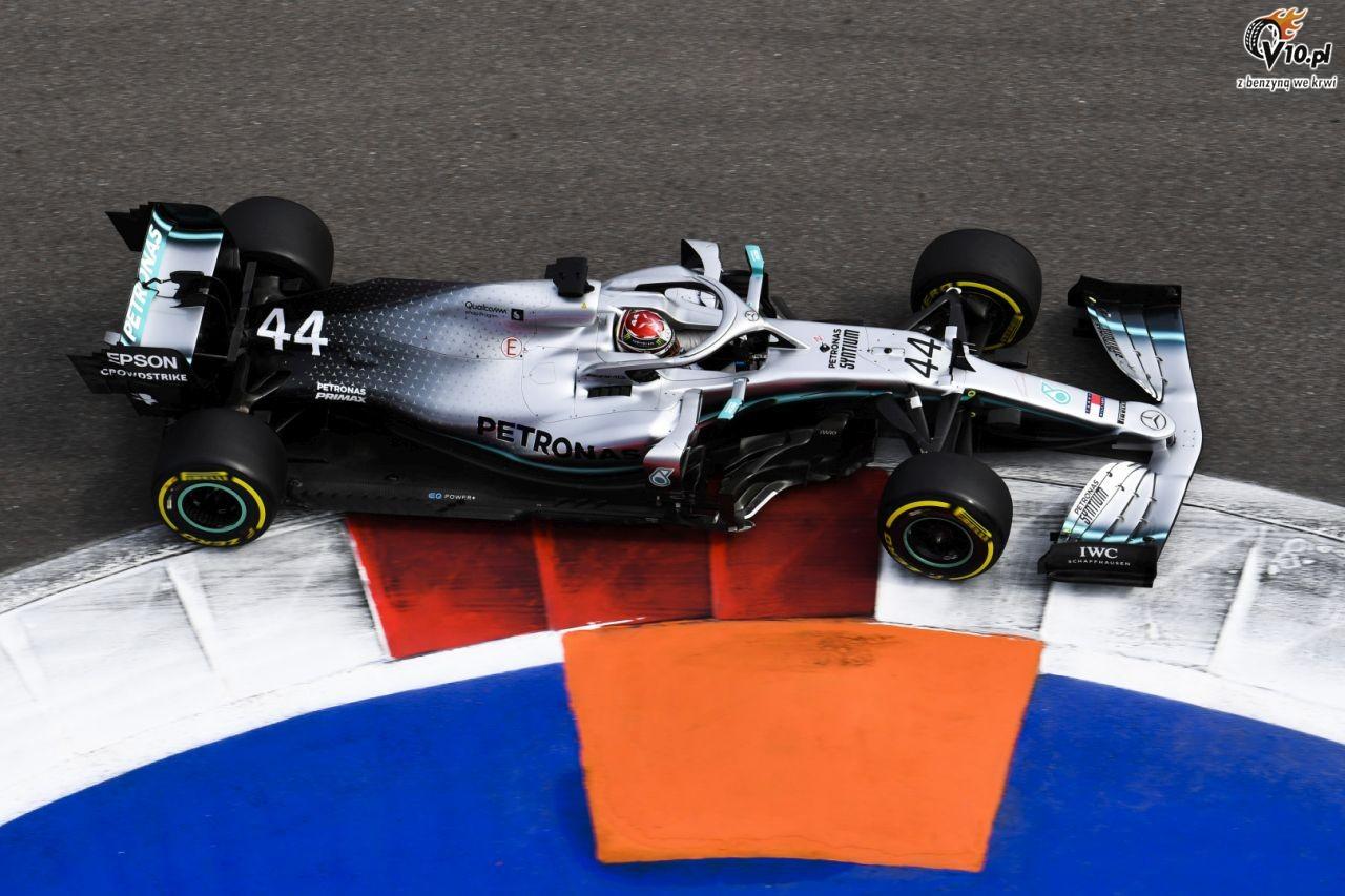 GP Rosji - wy�cig: Hamilton wykorzystuje awari� Ferrari