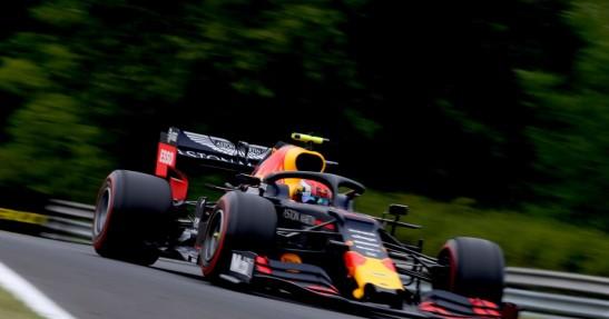 GP Węgier - 2. trening: Deszcz przeszkodził kierowcom. Dublet Red Bulla, wypadek Albona