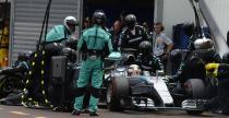 Hamilton sam pyta� o pit-stop