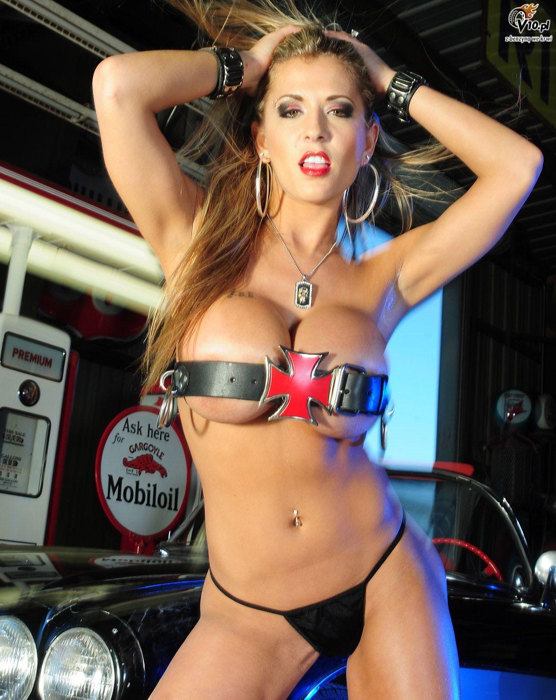 http://www.v10.pl/archiwum/galeria/amerykany/valerie_corvette_C1/valerie_corvette_c1_65.jpg