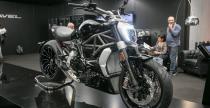 Motocyklowy konkurs pi�kno�ci na targach EICMA 2015 - Ducati XDiavel przypad�o do gustu zwiedzaj�cym