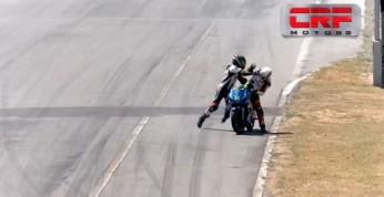 Wideo: Podczas kolizji w wyścigu przesiadł się na motocykl...