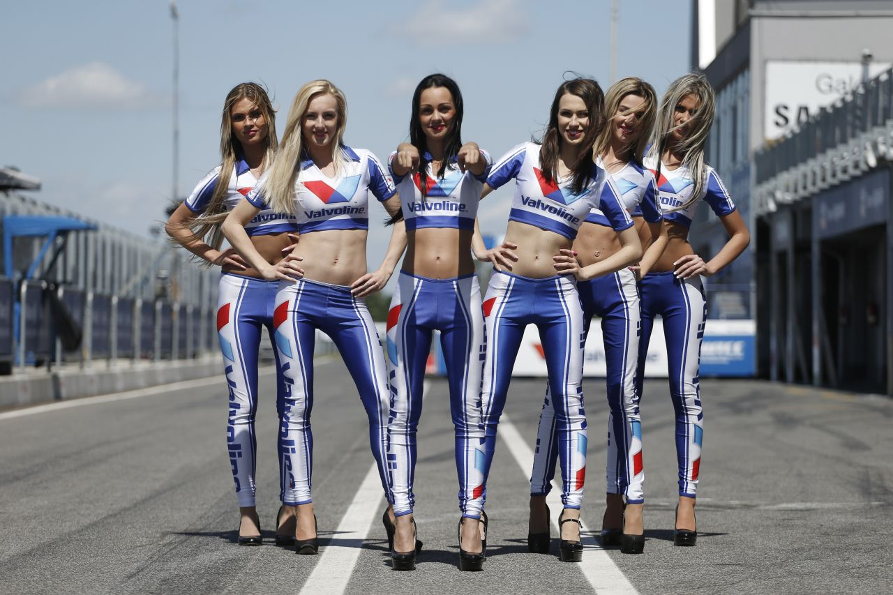 Valvoline grid girls