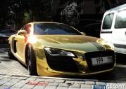 Audi R8 ze złotym lakierem