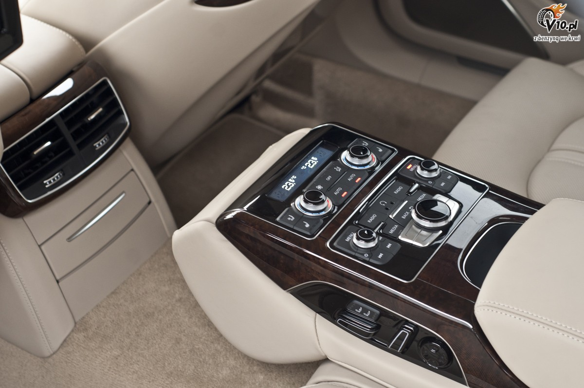 Mercedes S350 Vs Audi A8 L Test 31
