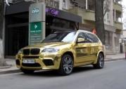 BMW X5 M całe w złocie