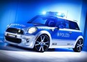 Elektryczne MINI dla policji