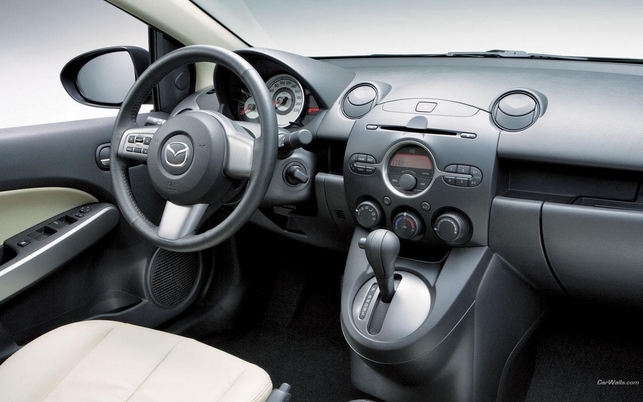 Фото салона Mazda 2 Sedan.